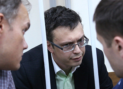 Офицерам СКР продлили аресты по делу о коррупции