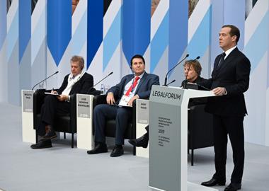 Право должно выходить за привычные границы: итоги пленарного заседания ПМЮФ